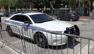 Una mujer de Miami muere atrapada en el vehículo policial de su esposo