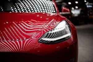 Dos Teslas chocan en la carrera de Pikes Peak, los conductores salen ilesos