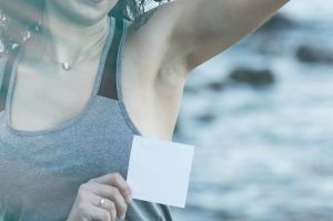 Qué tratamientos existen para las manchas en las axilas y cuello