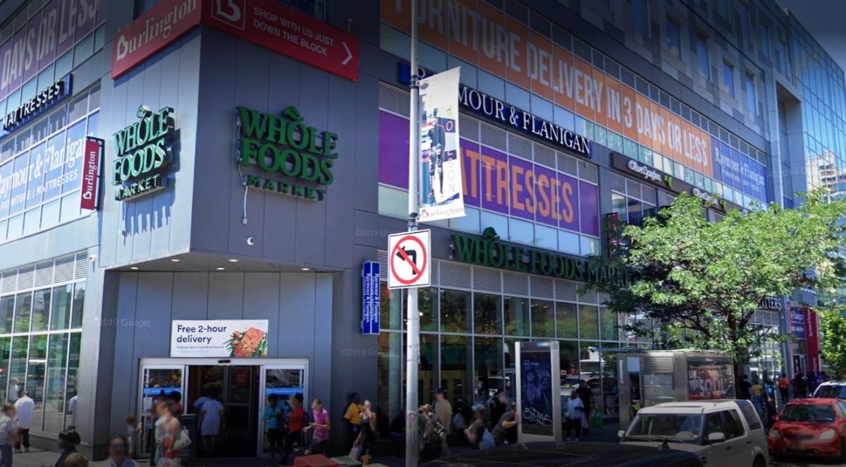 Joven muere baleado frente a supermercado Whole Foods: Nueva York suma 13 semanas de violencia