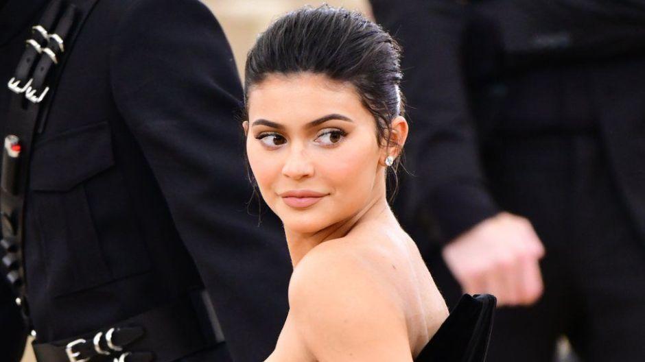 Kylie Jenner presume el interior rosa de su Rolls-Royce personalizado
