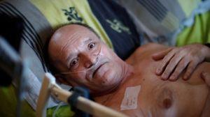 La polémica en Francia por el enfermo terminal que quiere transmitir su muerte en directo en Facebook