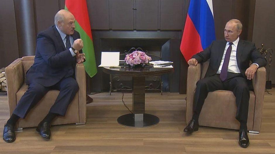 """Por qué el apoyo de Putin a Lukashenko podría provocar una """"anexión blanda"""" de Bielorrusia"""