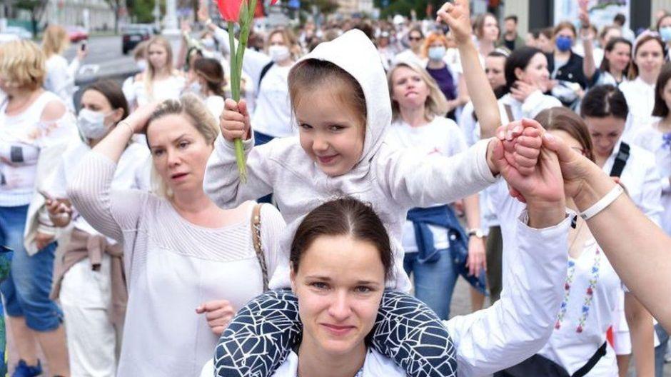 Cuánta gente se necesita que salga a protestar para derrocar un gobierno (según la ciencia)
