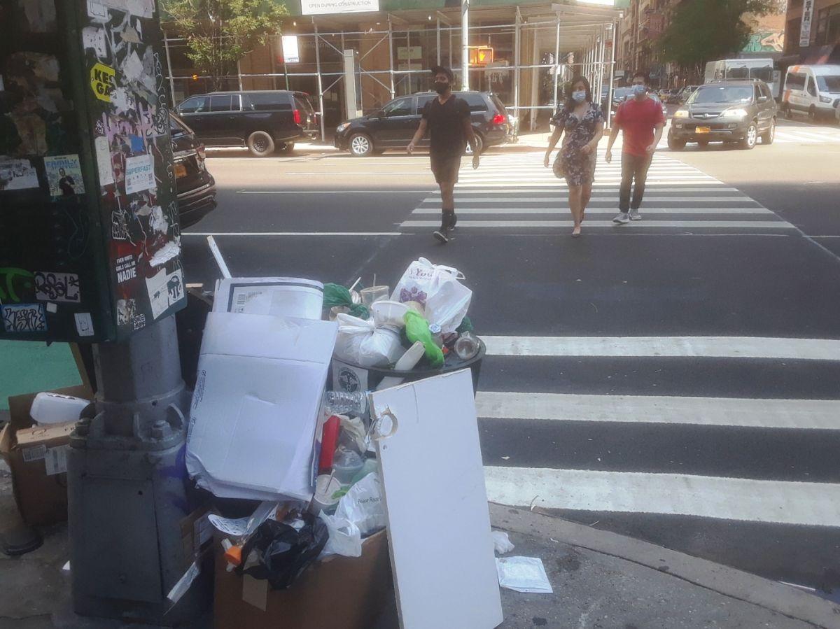 """""""Nueva York está sucia"""": gobernador Cuomo regaña al alcalde; De Blasio anuncia fondos para aseo urbano"""