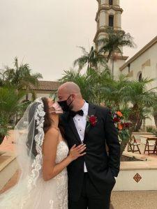 A pesar de la pandemia, se casan en ceremonia religiosa al aire libre
