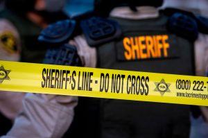 Sheriff de Los Ángeles: 1 de los dos alguaciles tiroteados en Compton fue dado de alta