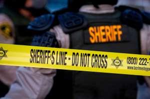 Un adolescente muerto y otro herido grave: tiroteo en centro comercial de California durante compras de Black Friday