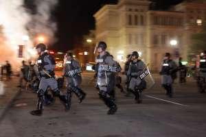 Disparan a dos policías durante las protestas por la decisión del jurado en el caso de Breonna Taylor