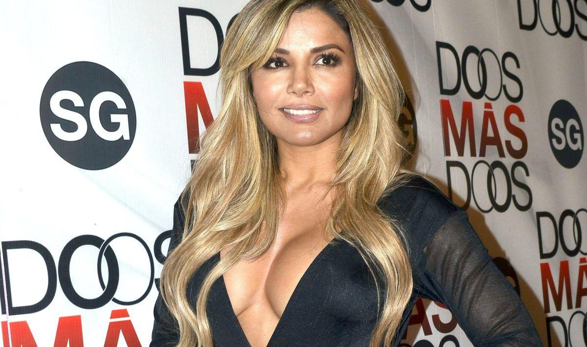 Aleida Núñez roba miradas posando con mini vestido que apenas cubre sus encantos