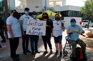 Familia de hispano que murió a manos de la Policía insiste en llevar a juicio a los agentes