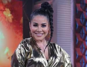 """Carolina Sandoval comparte """"El Trasnocho con Caro"""" junto a su madre y ambas reciben feos insultos"""