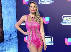 Cada vez más sexy, Kimberly Dos Ramos aparece usando un revelador bikini con aberturas