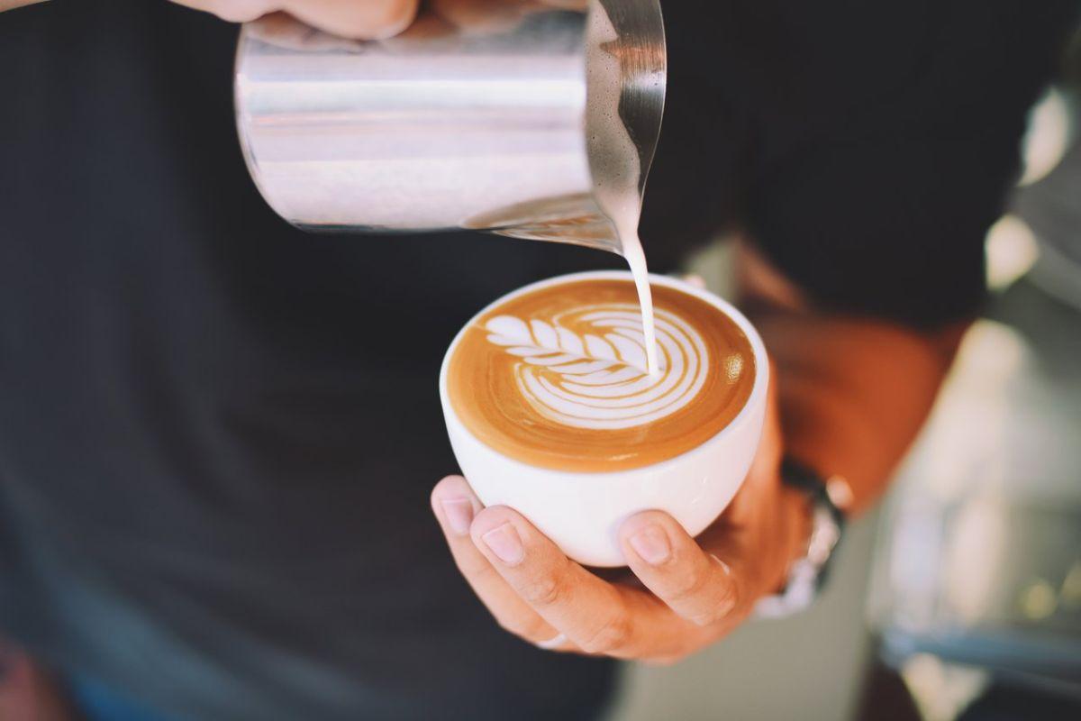 El café es rico sustancias antioxidantes y antiinflamatorias.