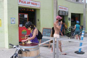Comerciantes hispanos de Rockaway Beach terminan el verano sin lograr 'hacer su agosto'