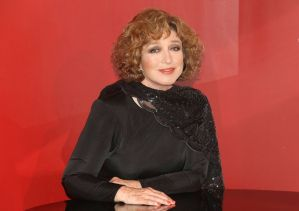 Para celebrar su cumpleaños 76, Angélica María estrena canción a dueto con Joan Sebastian