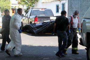 FOTOS: Matan a 2 hombres con tiro de gracia mientras comían en restaurante