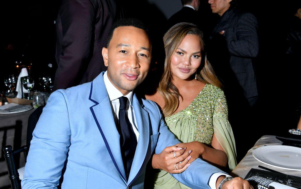 John Legend rinde homenaje a Chrissy Teigen en su año más duro hasta la fecha