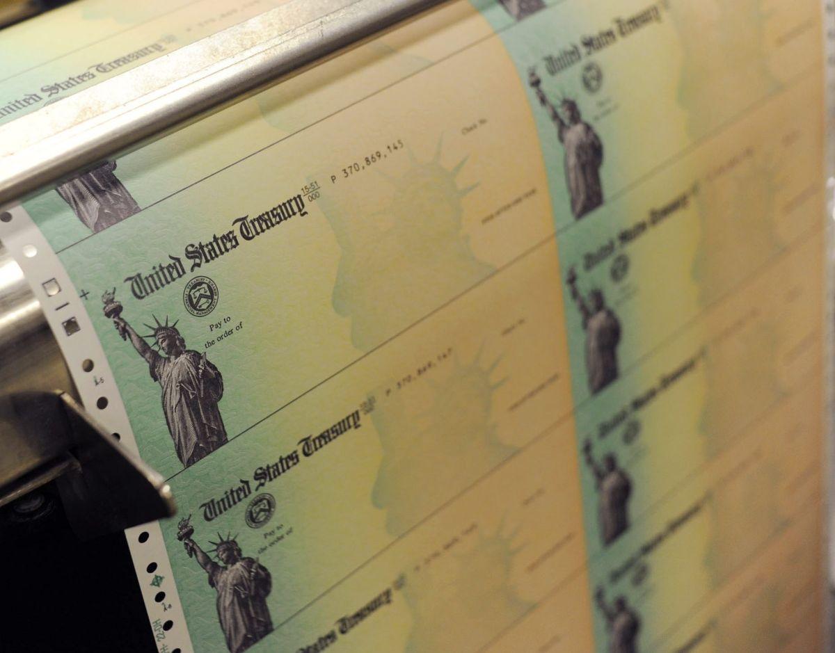 Imagen ilustrativa del cheque de estímulo que envía el Gobierno federal.
