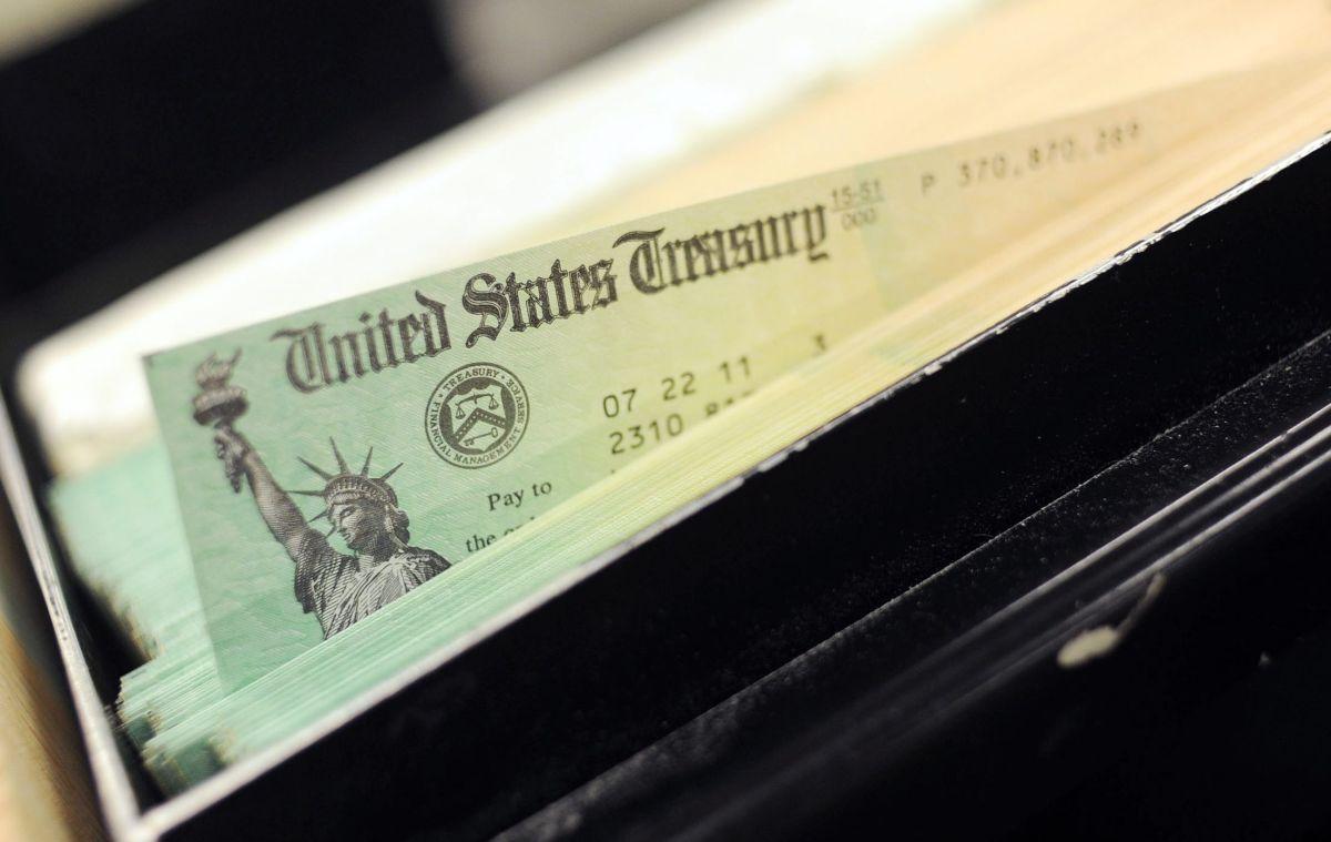 IRS exhorta a estadounidenses a declarar impuestos aunque no estén obligados para recibir cheques de estímulo atrasados