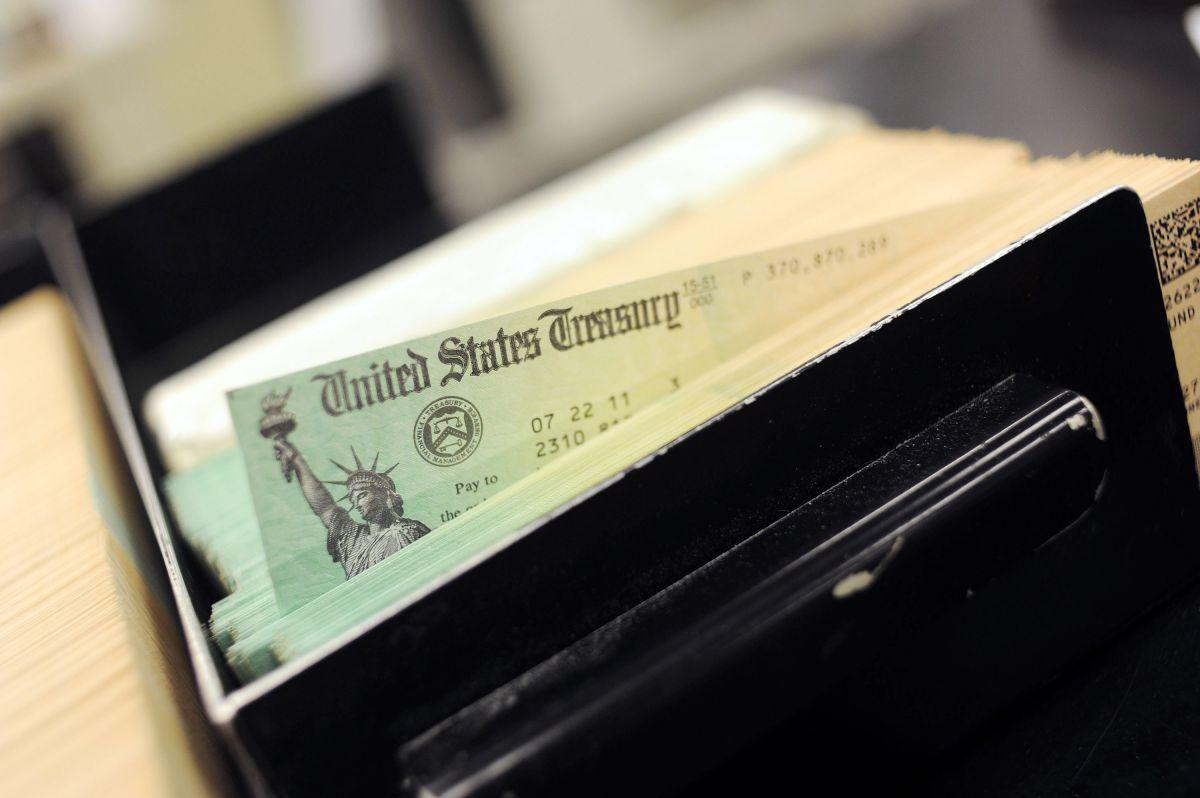 ¿Qué debo hacer si ya es fin de año y no he recibido mi primer cheque de estímulo económico?