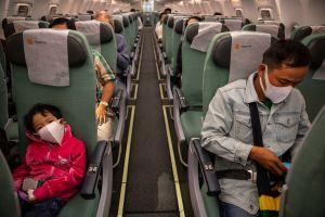 El coronavirus puede contagiarse durante los vuelos, revelan investigaciones de los CDC