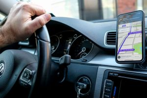 Waze lanza nueva función que te permite trazar tu ruta en PC y se activa en tu celular al subir al auto