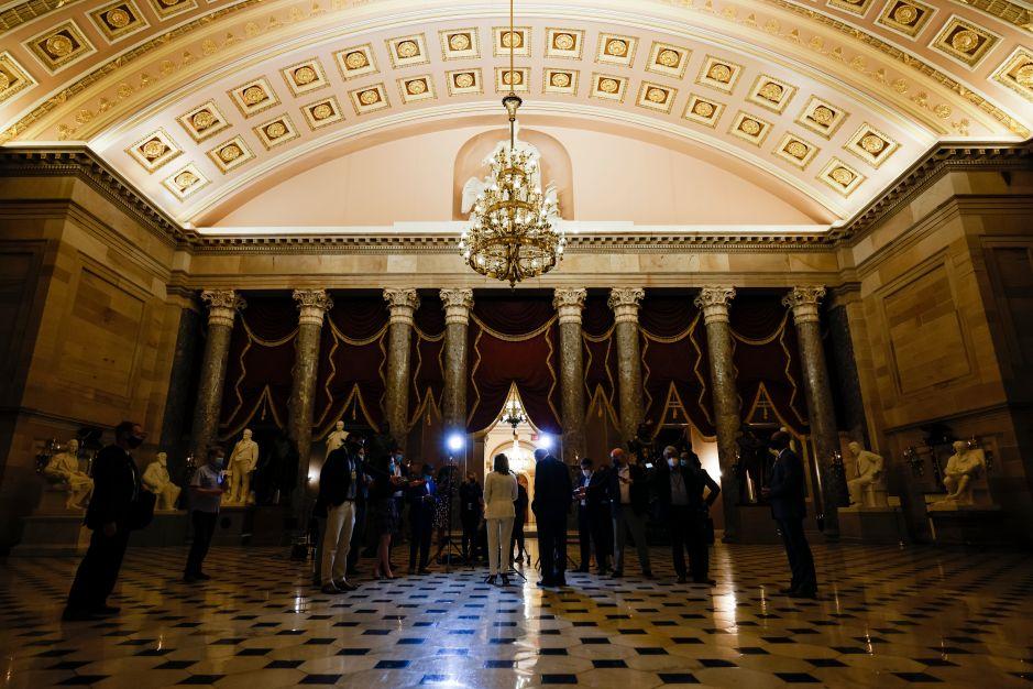Nuevo plan de estímulo en el Congreso incluye cheques de $1,200 y $450 extra de desempleo por ocho semanas