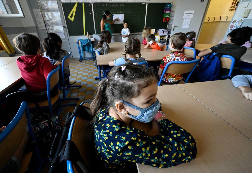 ¿Qué dicen los CDC sobre el uso de mascarillas en las escuelas?