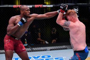 Triunfo polémico en la UFC: Ed Herman finge golpe bajo y después somete a su rival