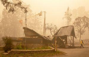 Alertan sobre la mala calidad del aire en la Costa Oeste por humo y cenizas de incendios
