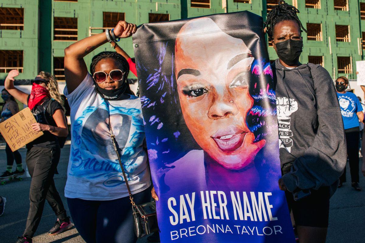 Manifestantes que exigen justicia por Breonna Taylor.