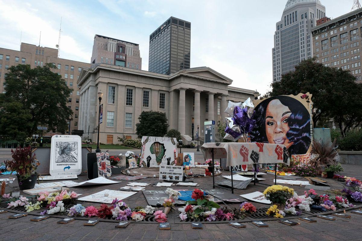 Homenajes a Breonna Taylor en Jefferson Square en Louisville.