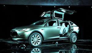 Hackean el sistema operativo de Tesla y miles de usuarios se quedan horas sin poder ingresar en sus autos