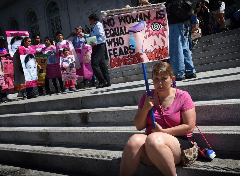 Cerca de 2,000 mujeres fueron asesinadas por hombres en Estados Unidos en 2018