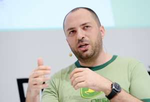 Fundador de WhatsApp pasó de vivir de subsidios a comprar mansión de $125 millones