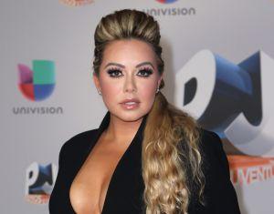 Chiquis Rivera sin sostén, un escote profundo y un atuendo ajustado a sus curvas, desbordan sensualidad