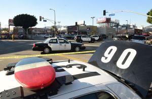 Video capta cuando hieren de bala en Compton a dos alguaciles del Sheriff de Los Ángeles
