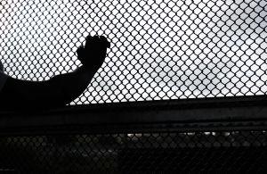 Agentes descubren a 30 inmigrantes secuestrados y semidesnudos en casa en Houston, Texas