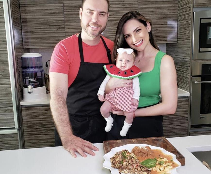 Chef Yisus pone a cocinar al esposo de Michelle Galván de 'Primer Impacto'