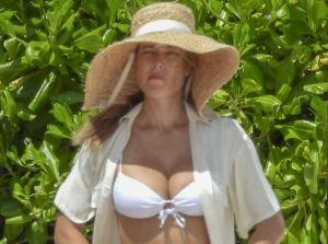 Vanessa Huppenkothen acapara las miradas en bikini blanco en Tulum