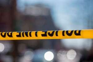Arrestan a 4 por la muerte de un afroamericano que apareció quemado en una zanja en Iowa