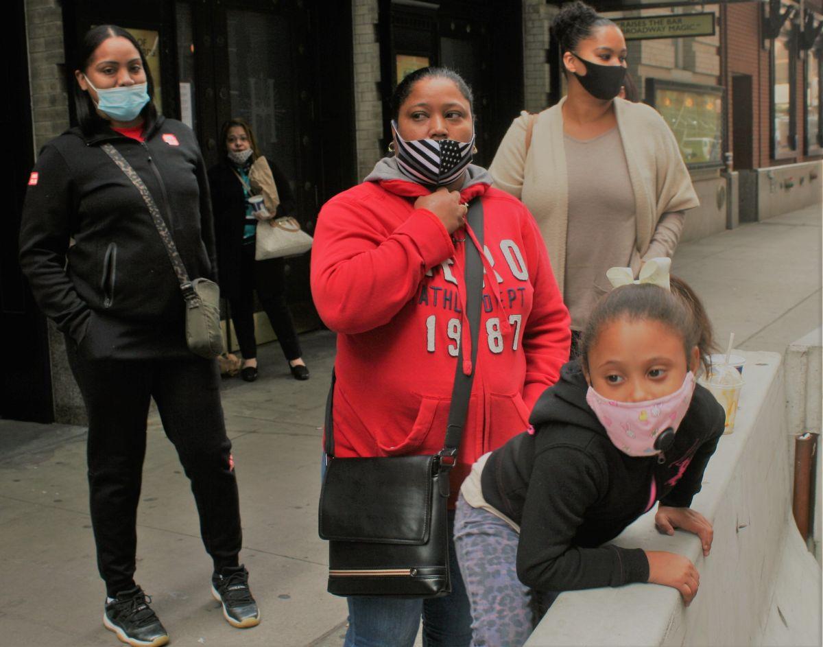 Cambio de última hora causa sorpresa en primer día de instrucción online a estudiantes de NYC