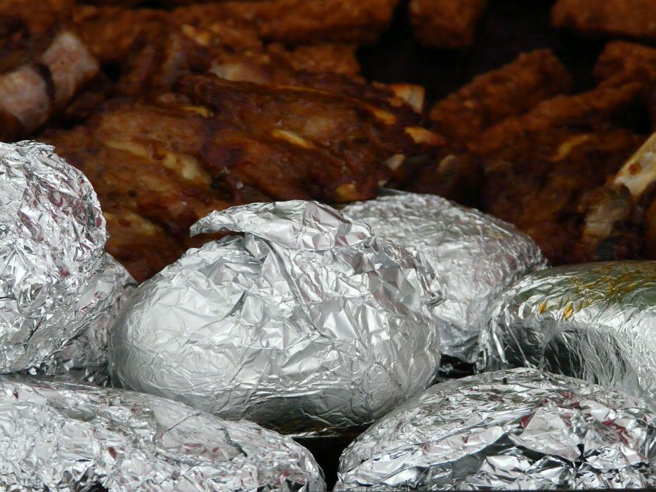 Por qué nunca debes almacenar tus papas cocidas en papel aluminio