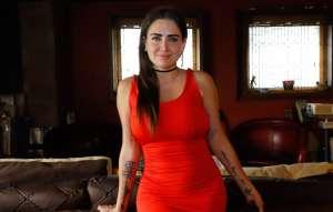 Celia Lora expone su cuerpo con un bodysuit blanco de encaje y transparencias
