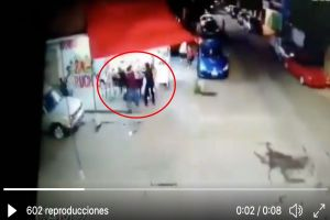 VIDEO: Sicarios del narco matan a policía mientras comía tacos
