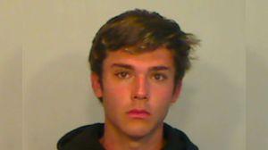 Arrestan a estudiante de 18 años por pescar un mero en el sur de la Florida