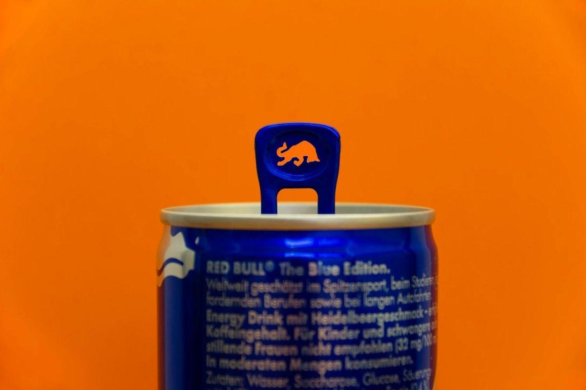 ¿Qué es lo que hay realmente en una lata de Red Bull?