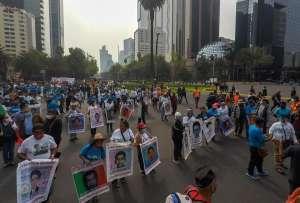 Exigen resultados a AMLO; padres de los 43 de Ayotiznapa no ven nada nuevo en la investigación