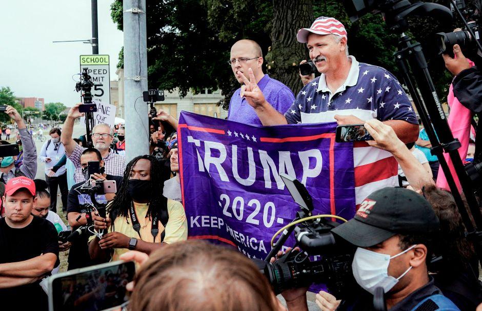 Pronostican victoria inicial de Trump en la noche electoral, pero el resultado cambiaría días después